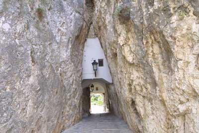 Guadalest, el Nido de Águila tallada en la montaña
